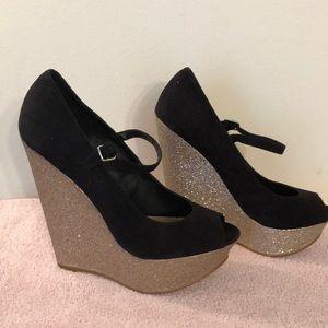 Steve madden black  gold shimmering shoes size 8
